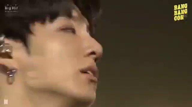 ตอนที่ บฮ.เอาคอนย้อนหลัง BTS มาถ่ายทอดสดให้ดู  แต่มาร้องไห้ตรงต่ายน้อยน้ำตาไหล แพ้น้ำตาของต่ายน้อย 💜🐰 #JUNGKOOK #방탄소년단
