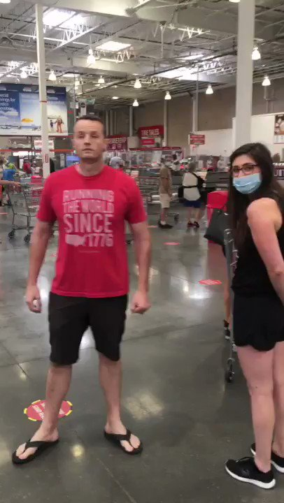 """Ignorant Florida man without mask screams and spreads spit at elderly woman who asked him to please wear a mask and the man who defended her because """"he feels threatened!"""" #COVID19 #COVIDー19 #coronavirus"""