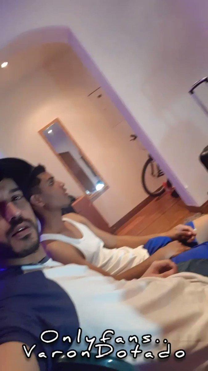 """A """"trabajar"""" en web cam,  con este chico hetero, 18 añitos venezolano 20 cmt  y quiere  ganar dinerito, este y mas videos en mi   Atencion da RT y te comparto videos al dm"""