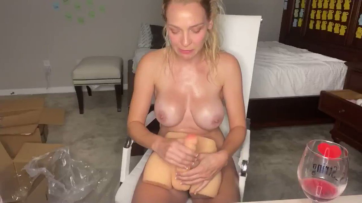 """Who wanna cum on with this 9.5 LB Female Sex Love Doll with Realistic Huge Dildo by Kuuval?  ❣️US &Germany available now❣️ Follow @KuuvalOfficial & Type """"Yes"""" to get it a free try🤔 Your orgasm awaits..."""