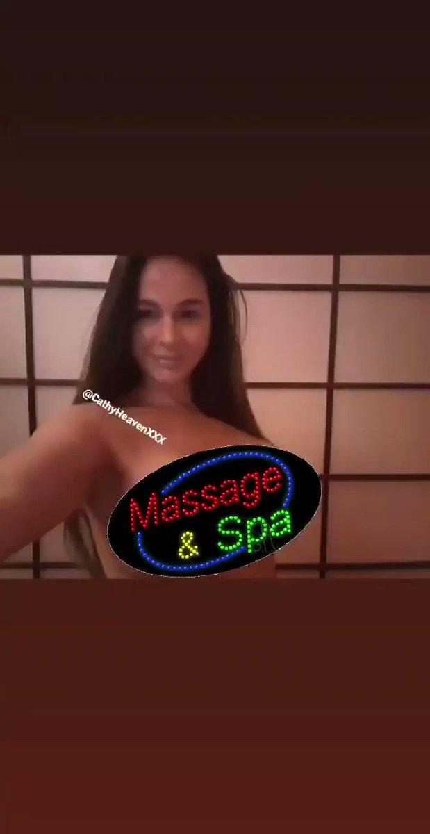 Needes a massage 💆🏻♀️😁