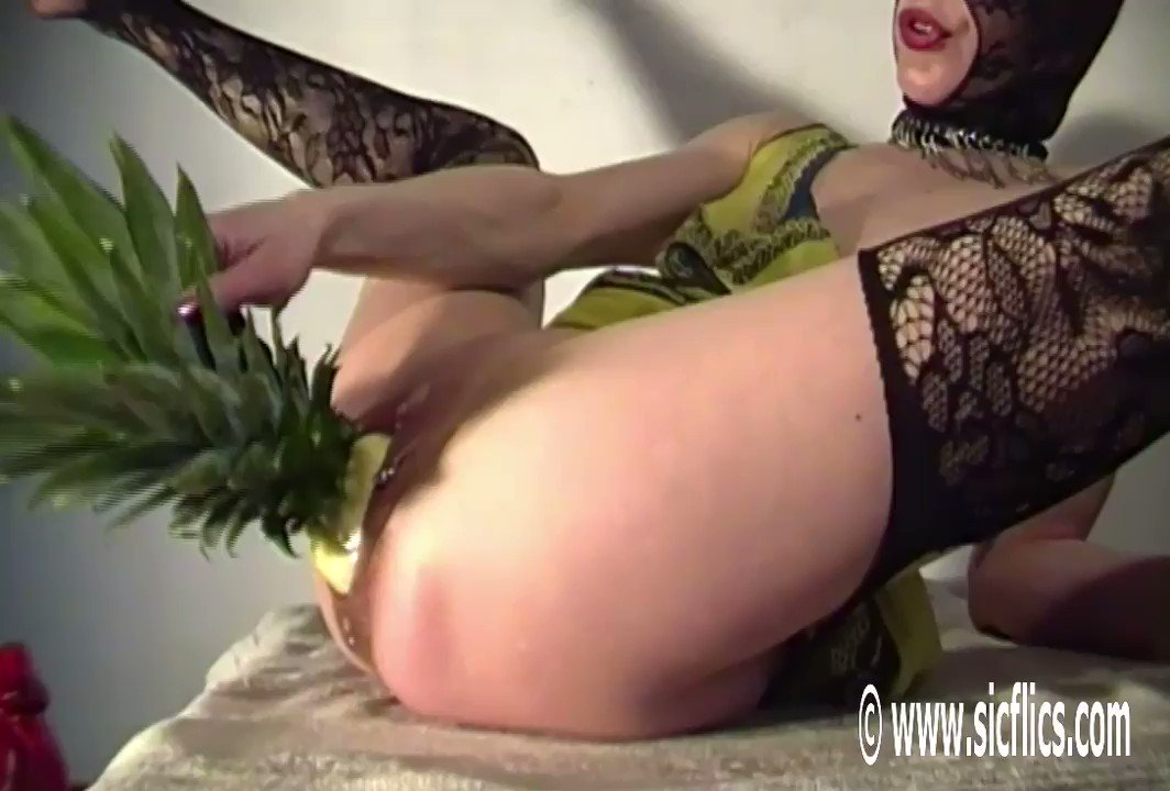 Bella fucks her greedy pussy with a giant pineapple! #loosepussy #pineapplefuck #bizarreinsertion