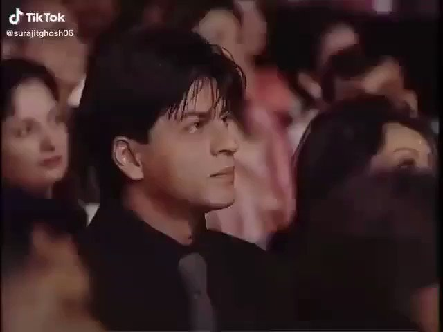 In a crowd of people, I can only see you @iamSRK. ❤️