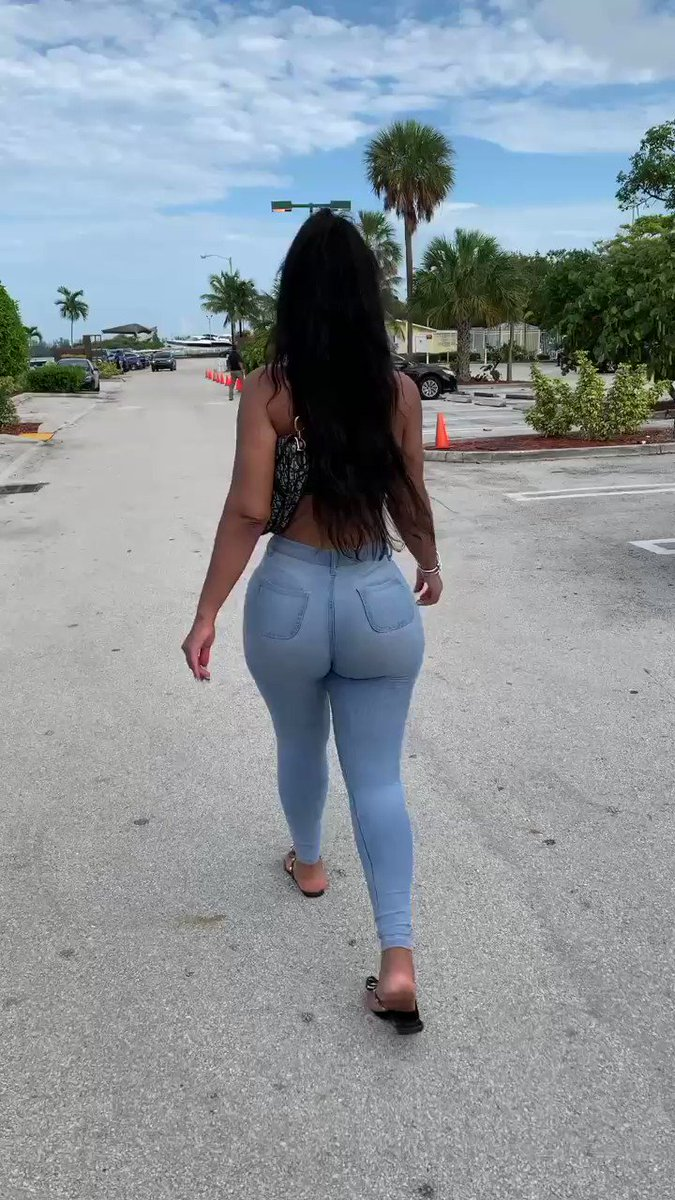 What are you doing if you see me DOUBLE CHEEKED up walking like this on your block? 🤔🤔🤔