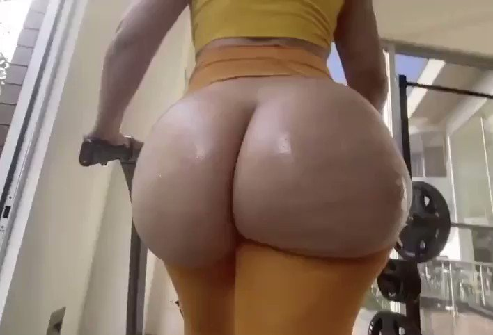 She needs a workout partner to tell her what to do 😍 LIKE & RT