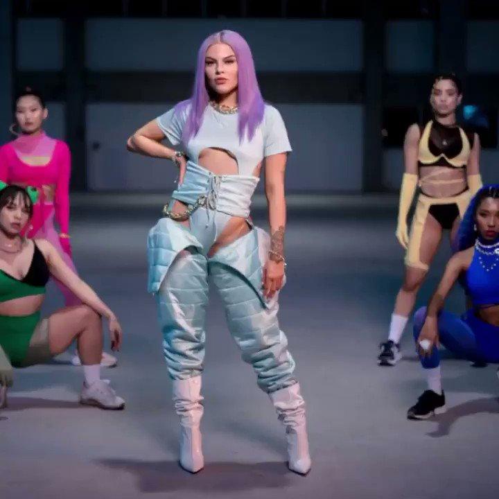 Spotify Brasil:  #32. TOMA (+22) *new peak*  SHE IS COMING! 💜