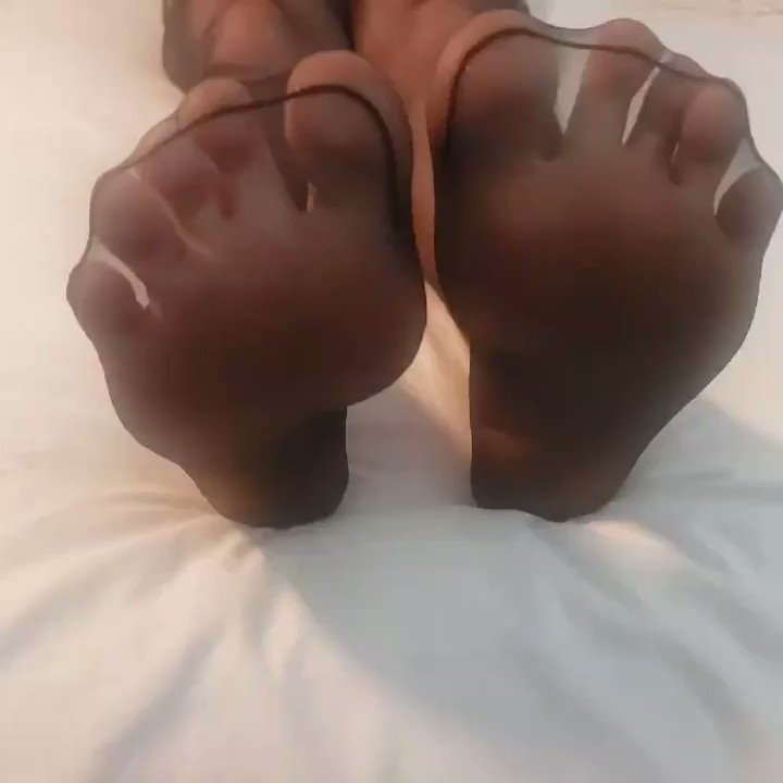 Who has a foot fetish. Let me scratch that itch. #footfetish #footfetishfriday