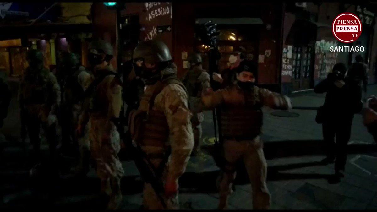 AHORA  |  Presencia militar en #CACEROLAZO PLAZA ÑUÑOA #cuentapublica2020 (20:53)