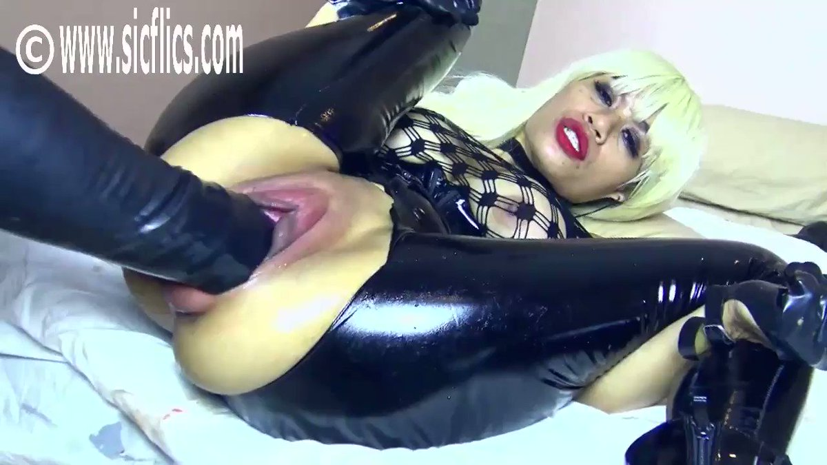 Double fisting Helens loose snatch! #doublefisting #fisting #fistfuck