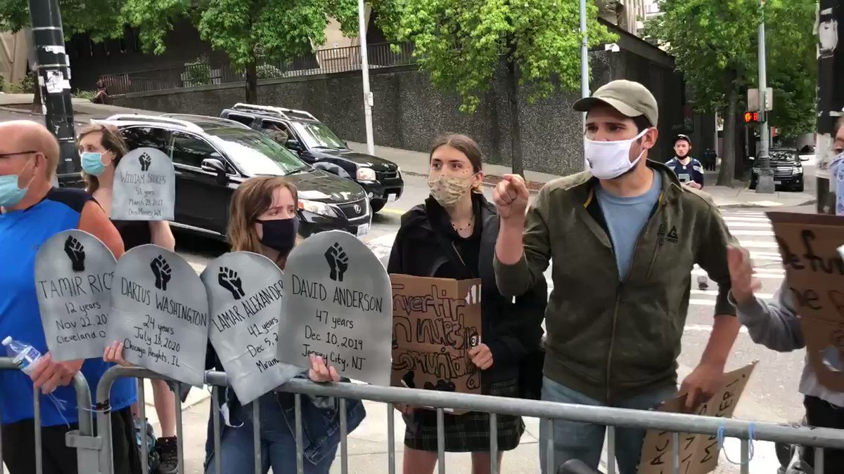 UNHINGED: Leftist agitators going ballistic on patriots in front of city hall in Seattle