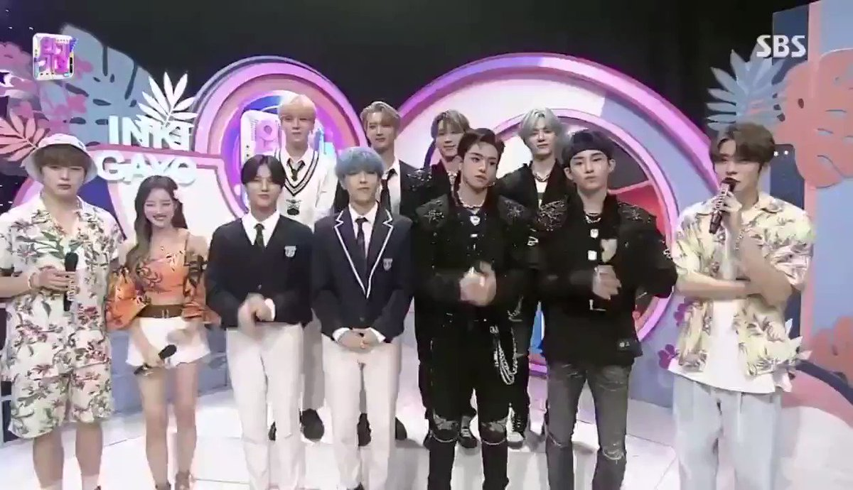 WW: Sim, é verdade ~ honestamente, somos bad boys perfeitos para o stage de Bad Alive!   JH: Oh, realmente? Então, por favor, mostre-nos como é um menino mau!   WW: Porque Jaehyun pediu, eu vou mostrar ~