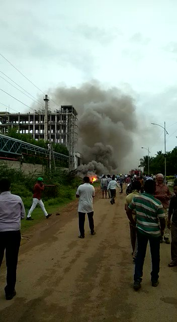 yet another industrial accident in #Visakhapatnam.  A fire broke out in a pharma unit located at Atchyutapuram SEZ.   Swift response averted any disaster.  No casualty. #AndhraPradesh