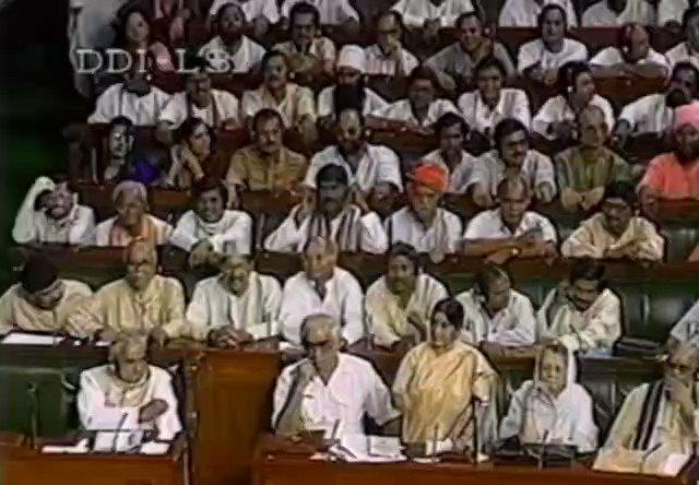 भाषा की कुशलता से, वक्तृत्व की ओजस्विता तक, स्मृति के पटल का एक पृष्ठ रीत गया, एक बरस बीत गया। Tribute to late @SushmaSwaraj Ji on her first Punya Thithi