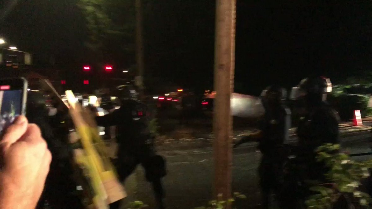 Hundreds of #antifa in black bloc carrying shields and weapons have surrounded the @PortlandPolice SE building. #PortlandRiots