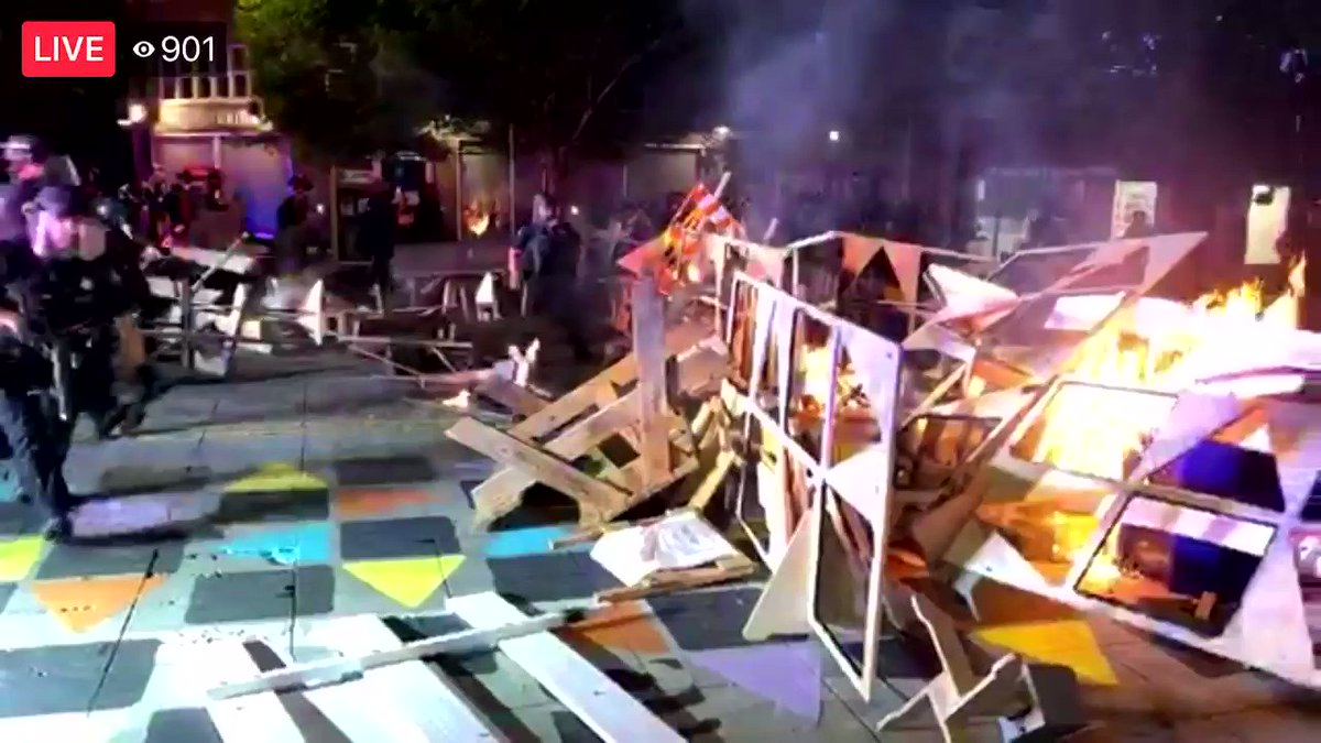 Breaking: Black bloc rioters have started another fire blockade in the middle of the street in north Portland after setting the @PortlandPolice union hall on fire.  This is a business and residential area. #PortlandRiots #antifa