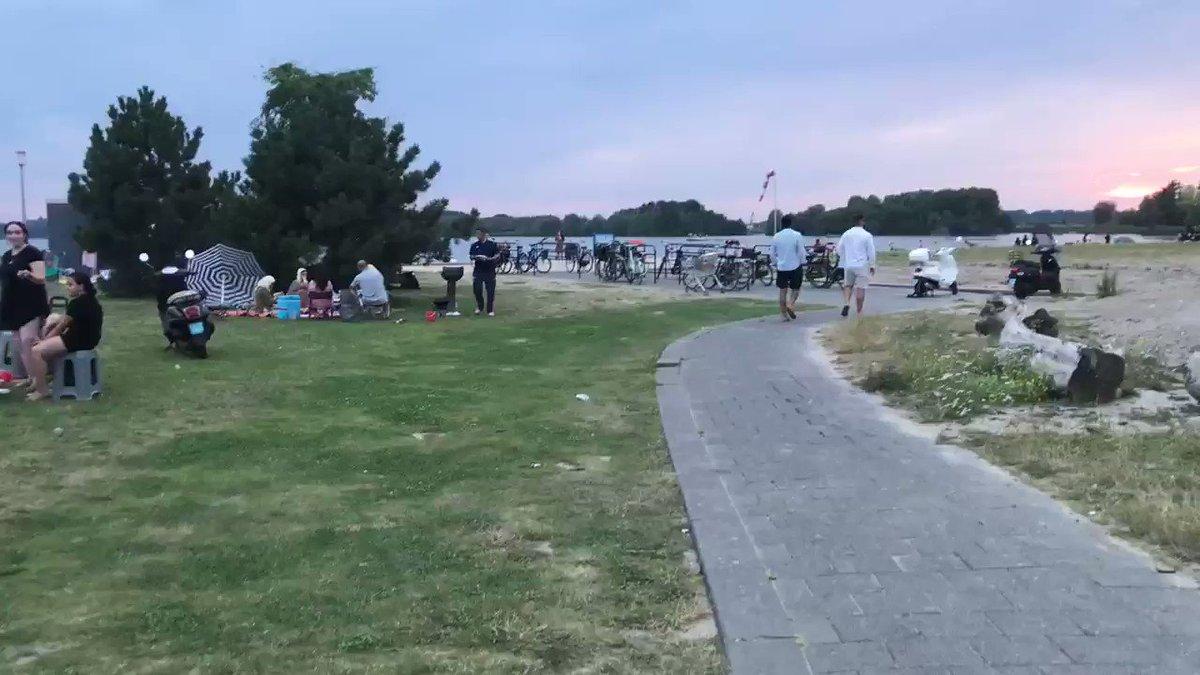 """Het #islam☪️ strand in #Rotterdam  Een """"No Go"""" area voor #Nederlanders🇳🇱  Is dit 👉🏻JOU👈🏼 NEDERLAND🇳🇱 Mijn NEDERLAND🇳🇱 is het NIET!  #NEDERLAND🇳🇱 EERST! BESCHERM ONZE🇳🇱 MENSEN @DanielGerritsen #TK2021"""
