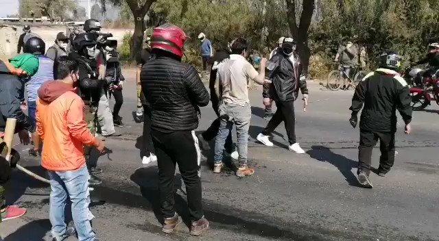 🟥BOLIVIA | La Resistencia Juvenil Cochala se enfrenta a los Masistas y logran desbloquear las Carreteras tomadas por los Seguidores de Evo Morales
