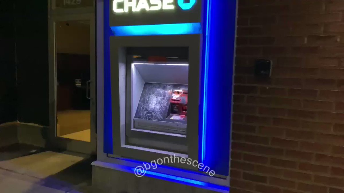 Antifa in Seattle are breaking into the @Chase bank. #SeattleRiots