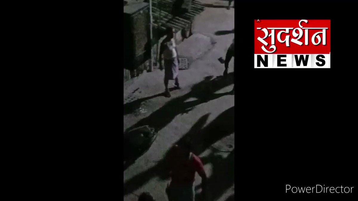 दिल्ली के मदनपुर खादर गली नंबर 4 में राम के नाम का दीपक जलाने पर अमानतुल्ला खान के समर्थकों ने हिंदू परिवारों बोला हमला,  राम मंदिर की खुशी में हिंदू परिवारों द्वारा दिए जलाने से रोका घरों पर पथराव किया तलवार  के बल पर बहन बेटियो पर गलत जगह हाथ लगाए और धमकियां दी  2 हिंदू जेल में