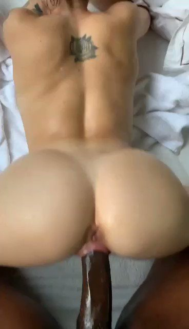 Throw that big ass back on a big black cock only 😋😈💞
