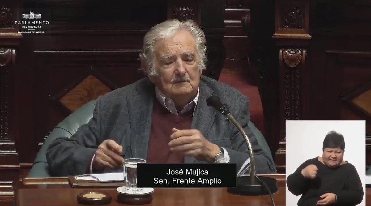 """Última intervención de Mujica en el Senado:  """"Y le quiero transmitir a los jóvenes: hay que darle gracias a la vida, triunfar en la vida no es ganar. Triunfar en la vida es levantarse y volver a empezar cada vez que uno cae"""".  ¡GRACIAS PEPE ‼️"""