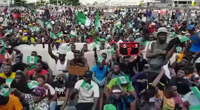 People in Lekki sitting on the floor, signing the national anthem & waiving the Nigerian flag just a few minutes before fire was opened on them.