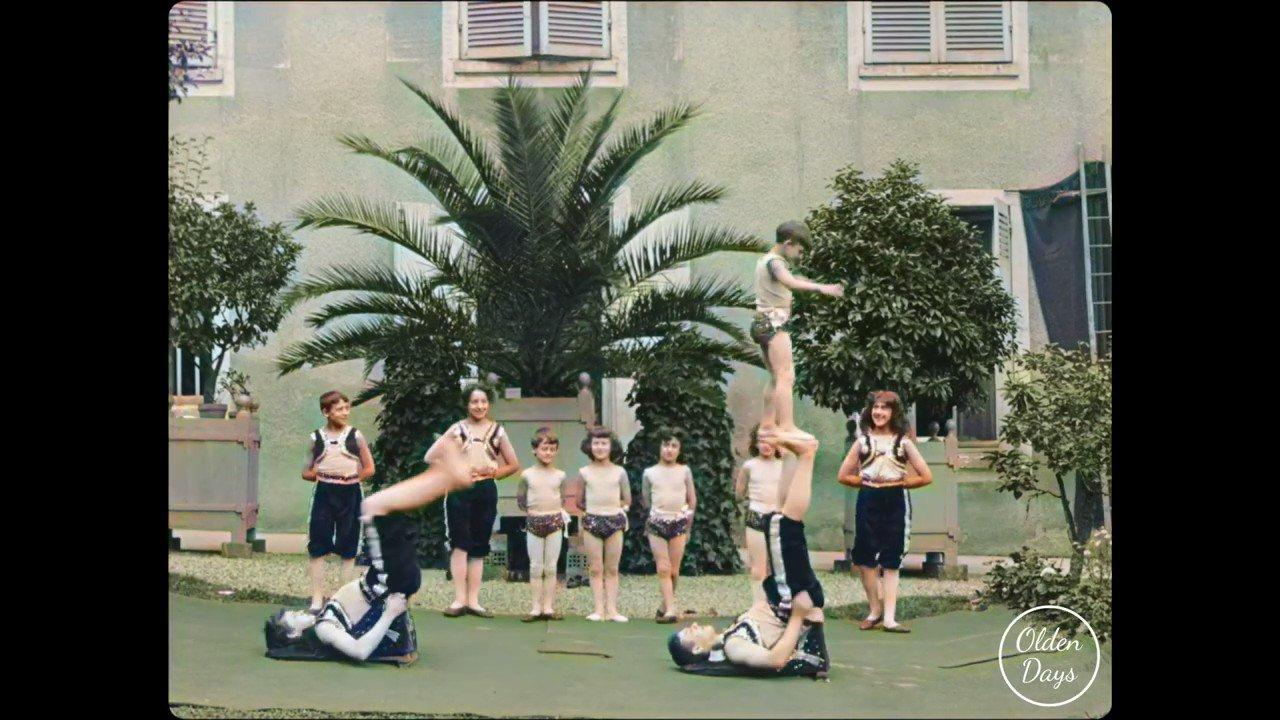 La France de 1899 a un incroyable talent : [les Kremo, famille d'acrobates filmée par les frères Lumière, version 4K colorisée] https://t.co/HyH9BAfKTb