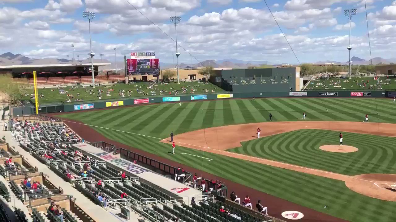 This is my annual reminder that Salt River is the best ballpark in the Cactus League. If you plan a trip to AZ someday, put it on your list. https://t.co/xslfbd8Rq4
