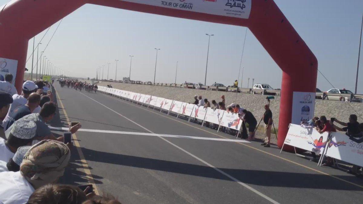 Finish video of #TourofOman Stage 3, won by @Kristoff87. http://t.co/AlJJxhRdDT