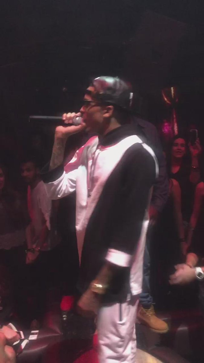 @AugustAlsina Live @PeoplebyCrystal #wct #peoplebycrystal http://t.co/F5FIZXuAc2