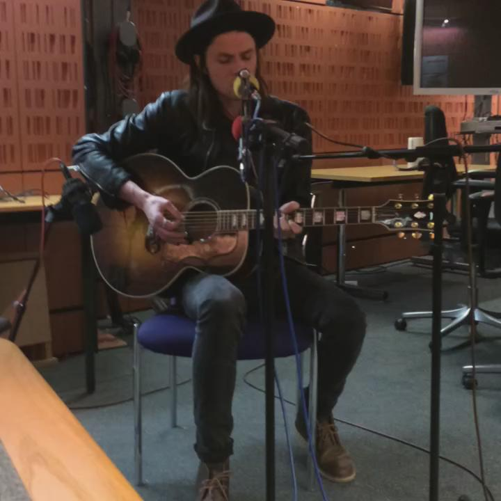 It's @JamesBayMusic playing live in @BBCFrontRow studio http://t.co/DsncvQ4fqH