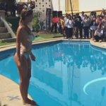 1, 2, 3... ¡@Jhendelyn al agua! El mejor piscinazo. #LaMonstraUnimarc http://t.co/4ttOW1nwOY
