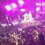 """NEW VIDEO- Ariana performing """"Pink Champagne"""" #honeymoontour http://t.co/yXxkxw2DFZ"""