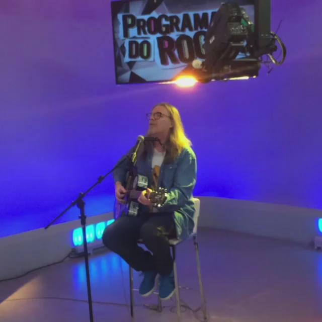 Bora com o Humberto Gessinger ao vivo AGORA no @ProgramaDoRoger, na @TVCOMRS. http://t.co/YCR0Ht6yOI