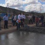 Supervisando la obra de pavimentación en concreto hidráulico en la colonia Santa Cecilia. #GobiernoSonora http://t.co/KmMkD3udYr