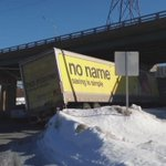 Joseph Howe Dr closed after truck hung up on snowbank. #cbcns http://t.co/iXtSboCmEH