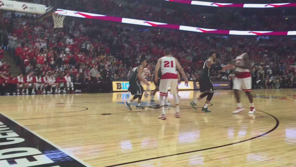 THIS IS GREAT! RT @HellerSports: #SPECTACULAR! RT @cdcole55: my view when @JPGasser21 came flying at me. #Badgers http://t.co/GpTeIHJVxE