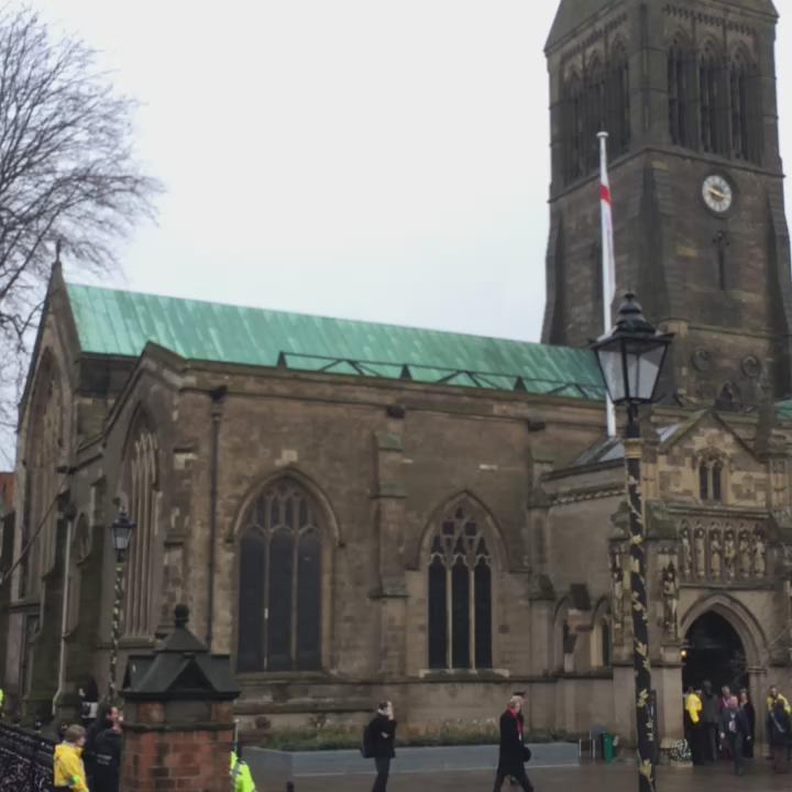 Crowds gathering ahead of the re- interment of #RichardIII #richardreburied . Live coverage @BBCLeicester today http://t.co/1iY0cmH9GI