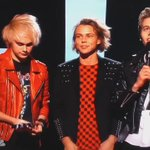 """@5SOS_Daily: 5sos accepting our award for Best Fan Army (via @wrapped5sos) http://t.co/p5NJmyWSe4"""
