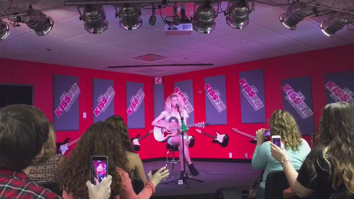 Live from our #iHeartRadioTheater @ToriKelly is performing #NobodyLove #979torikelly http://t.co/adUOqw46pf