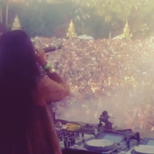 The intro.... Madness !!! I love Music Festival #ThankYou