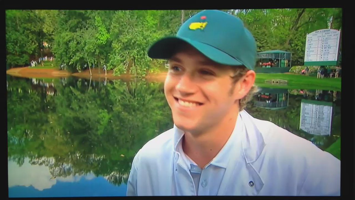 HES SO CUTE AND GIDDY I LOVE IT @1DupdatesUSA http://t.co/59eG5nZQNE