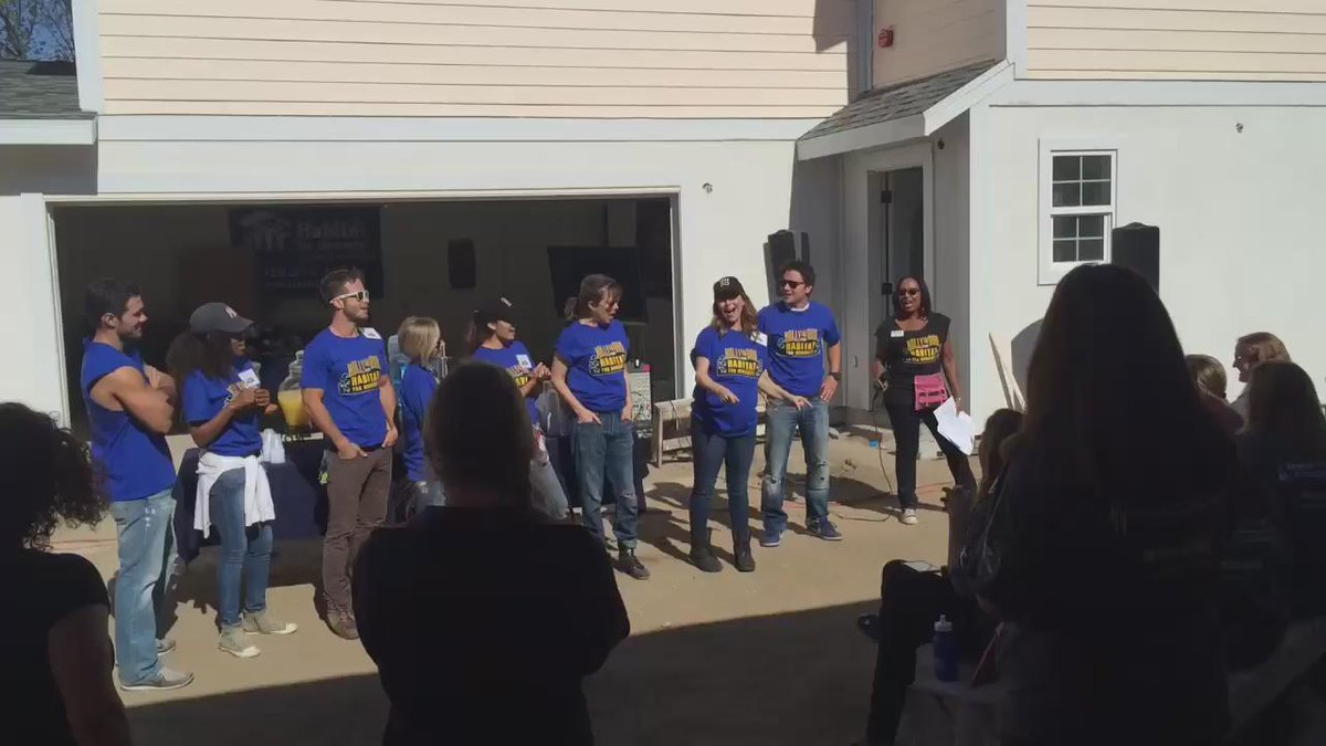 A wonderful start to our #GHFanBuild15, singing Happy Birthday to our dear @lisalocicerogh! http://t.co/hyJsDTxOhC