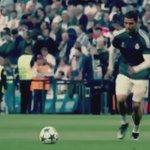 Cristiano Ronaldo dando sua camisa para um jovem torcedor que ele acertou enquanto batia faltas no aquecimento http://t.co/LWSkCvcScj