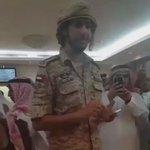 ضابط طيار اماراتي يلقي قصيده امام فضيلة الشيخ عبدالرحمن السديس ويهديها الى #الملك_سلمان_بن_عبدالعزيز 🇸🇦🇦🇪    http://t.co/JI7sRDjCx3