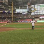 Heres @rcobb18 tossing out tonights ceremonial first pitch. #Brewers http://t.co/Gyd7vP7lH7