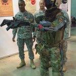【速報】在日米軍に指導されるコスプレイヤーその2 #超会議2015 http://t.co/rOTrl1xBan