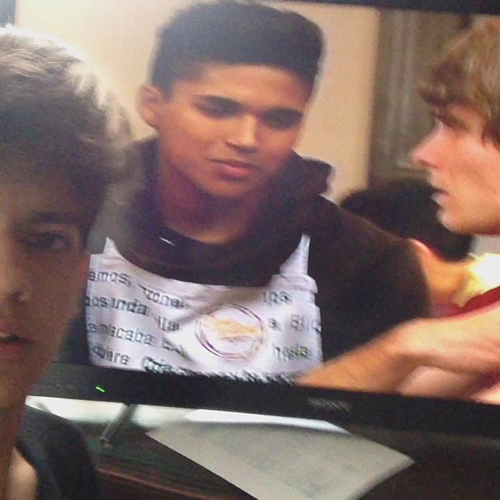 Harold Azuara (@haroldazuara): Te estoy viendo en la tele @benny_emmanuel