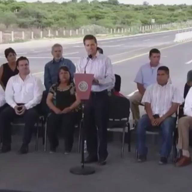 Ana De La Reguera (@ADELAREGUERA): Saludos al Estado de León y al Estado de Lagos de Moreno! Y al estado en el que nos tiene Peña en este País! http://t.co/hImXLI5Olk