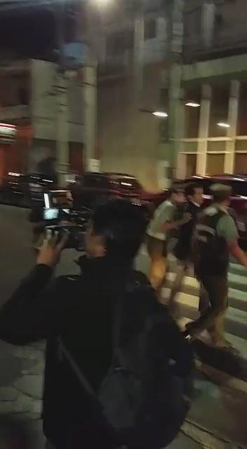 [VIDEO]: Agresiones físicas y verbales recibió el Intendente @MitchelCartes en la Plaza Prat de #Iquique @biobio http://t.co/FYGjUzccD7